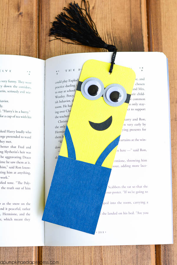 HOW TO MAKE DIY MINIONS BOOKMARK