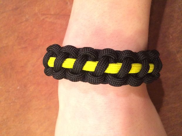 How to make Thin Line Paracord Bracelet