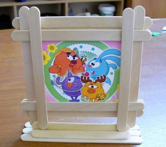 DIY Popsicle Stick Frame Stand