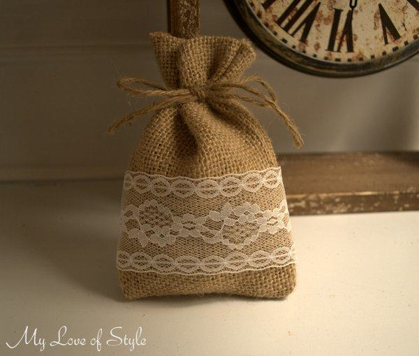 Easy DIY Burlap Favor Bags
