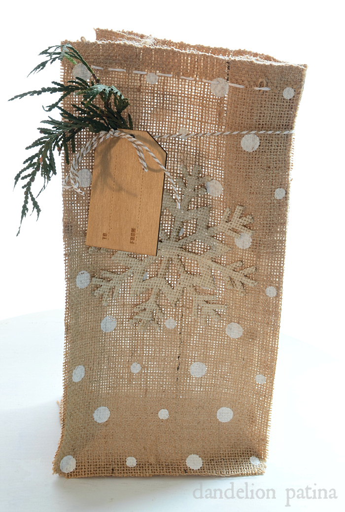 How to make diy burlap gift bags diys tutorials Burlap bag decorating ideas