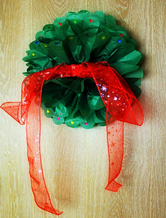Christmas Tissue Paper Pom Poms DIY Ideas