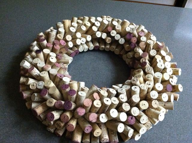 DIY Ideas wine cork wreath with toothpicks