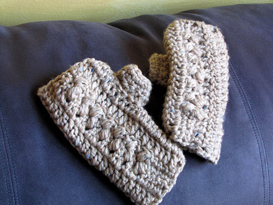 Crochet Pattern for Fingerless gloves with thumb