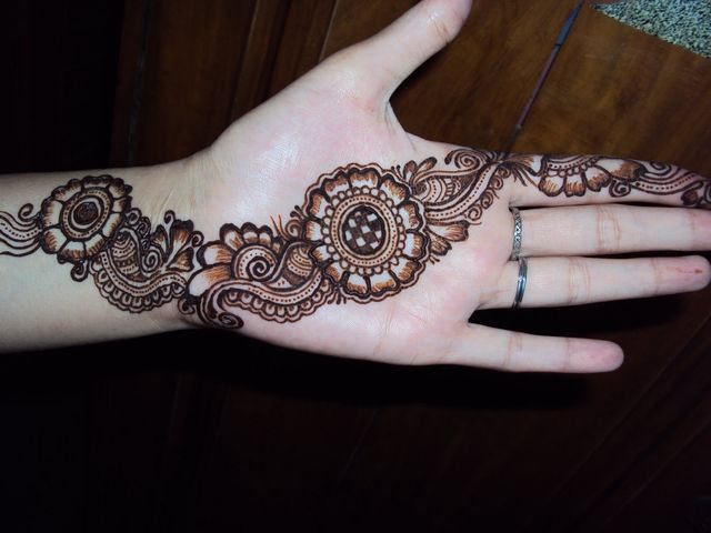 Easy Arabic Mehndi Designs for Kids