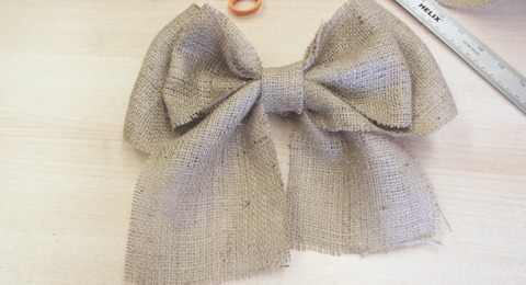 How to Make a Bow out of Burlap