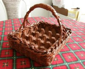 DIY Newspaper Roll Basket