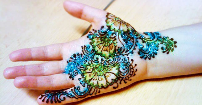 Top Mehndi Designs for Kids with Glitters