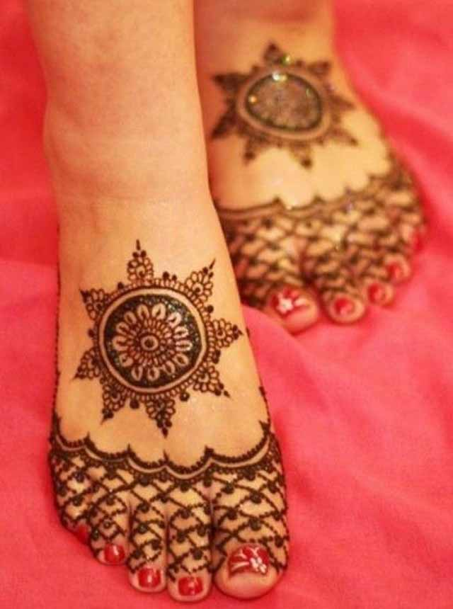 Simple Mehndi Designs for Kids Feet