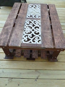 DIY Pallet Coffee Table for Outdoor