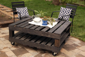 DIY Pallet Coffee Table with Photos
