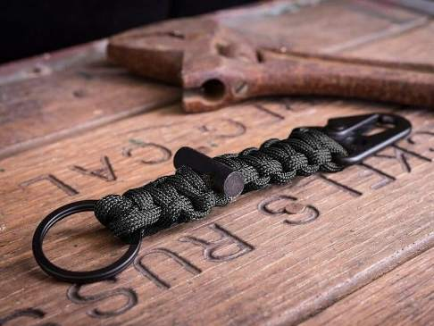 DIY Paracord Keychain with Carabiner