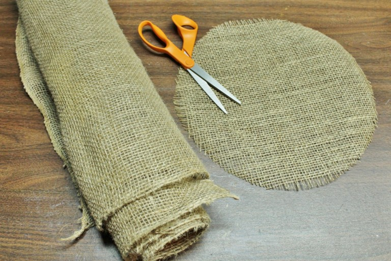 how to make burlap placemats 24 creative diys   tutorials