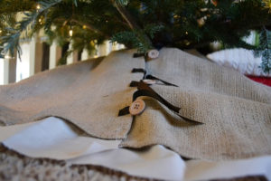 DIY Burlap Tree Skirt
