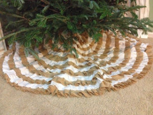 DIY Burlap Tree Skirt Ideas