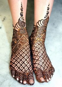 Beautiful Bridal Mehndi Design Leg