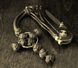 Paracord Cross Knot