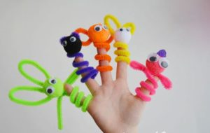 Pipe cleaner Finger Puppet