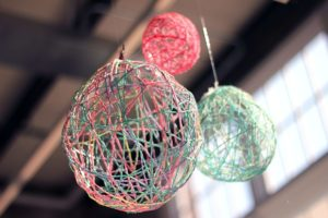 Yarn Lanterns DIY