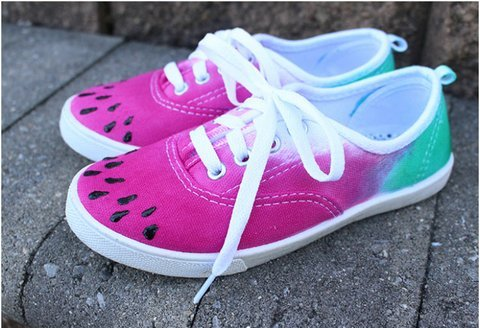 407f1043733f Most Amazing Tie Dye Shoes  22+ DIYs and How Tos