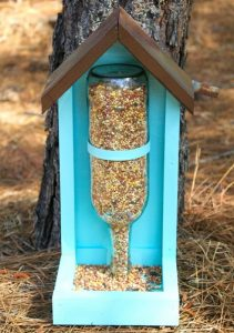 DIY Wine Bottle Bird Seed FeederDIY Wine Bottle Bird Seed Feeder