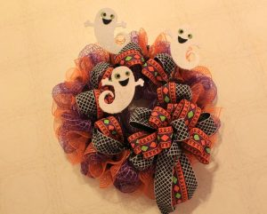 Halloween Mesh Wreath Tutorial