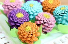 DIYs to Make Pine Cone Flowers